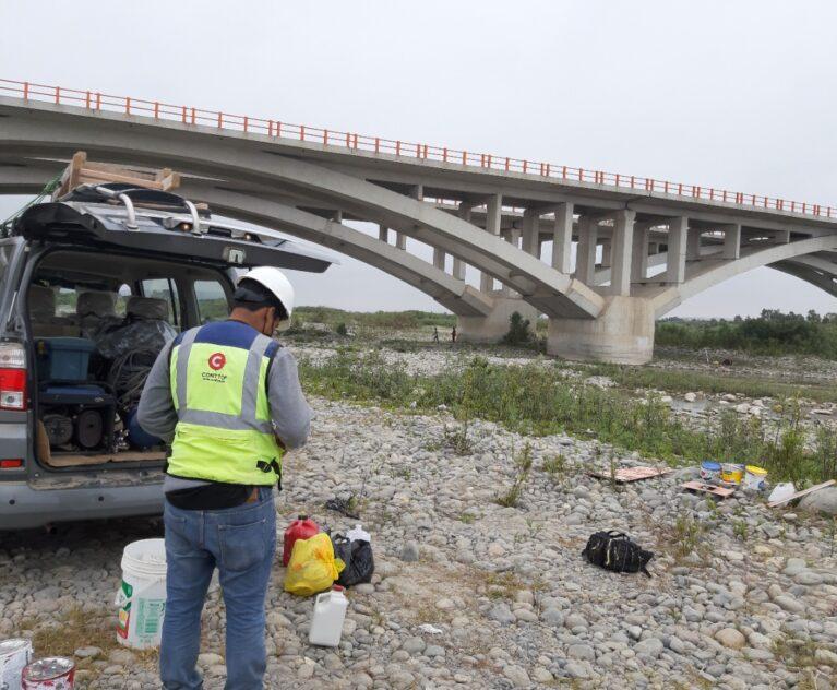 Control Topográfico y Pintado de pilares para control de crecida del rio